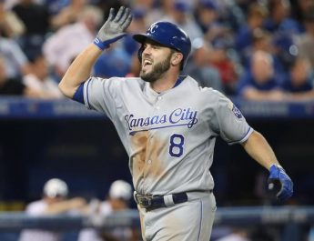 Moustakas, Royals Agree To $6.5M, 1-Year Contract